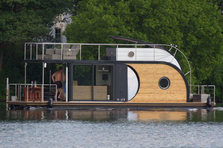 Nautilus Hausboote Berlin hausboot berlin nautilus hausboot auf dem fluss havel motorboot