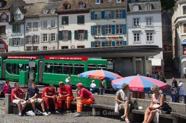 Mittagspause auf einem öffentlichen Platz