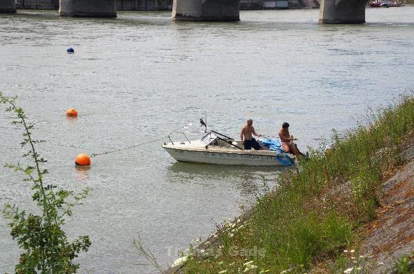 Geschafft! Das Boot ist am Ufer.