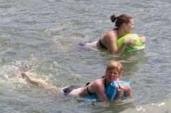 Zwei Rheinschwimmerinnen