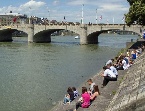 Mittagspause im Rhein