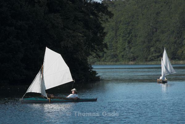 Faltboote mit Segeln