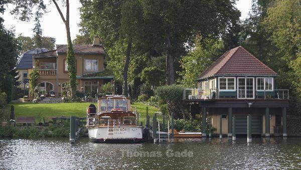 Finca, Motoryacht und Bootshaus