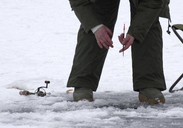 Angeln auf dem Eis. Ein kaltes Vergnügen
