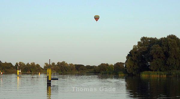 Heissluftballon über der Havel