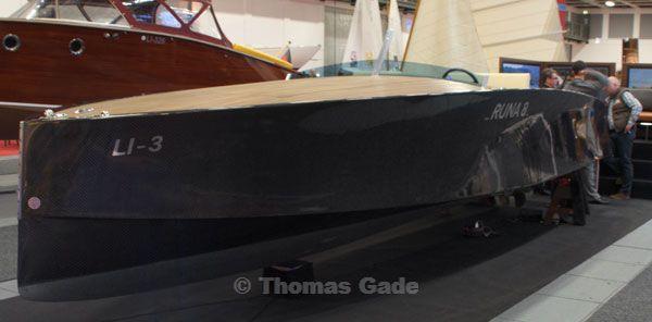 Runa 8 - Motoyacht. Rumpf aus Carbon-Geflecht