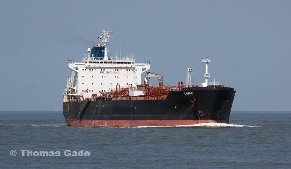 Chemikalien-Frachter Limar auf der Nordsee.