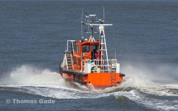 Lotsenboot Nübbel in voller Fahrt