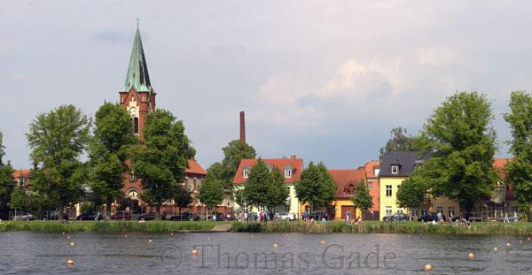 Werder. Viele Bojen im Wasser