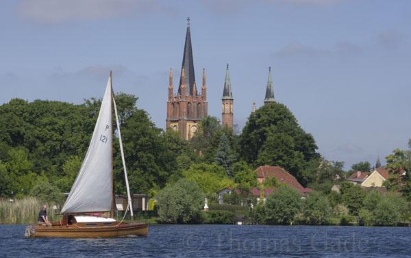 Segelboot auf der Havel vor Werder