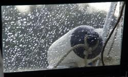 Regentropfen am Kabinenfenster