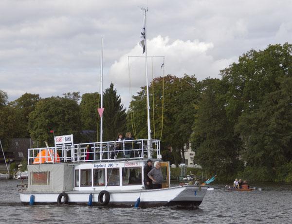 28. 9. 2013. Motorboot der Regattaaufsicht auf der Havel