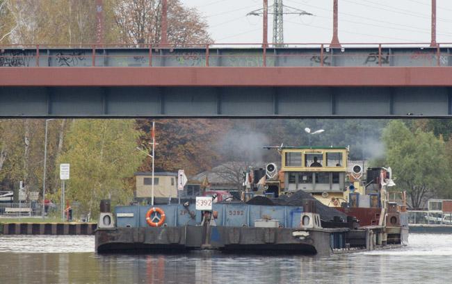 Schubverband mit Kohle auf der Havel-Oder-Wasserstraße