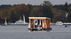Hausboot auf der Havel bei Tegelort
