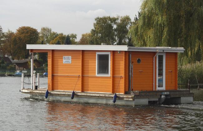 Hausboot auf der Havel in Spandau