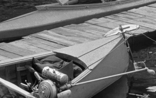 Effzett Seitenbordmotor am Kanu
