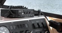 UKW-Sprechfunkgerät an Bord
