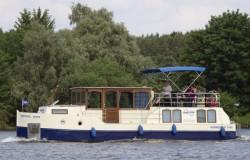 Großes Charterboot