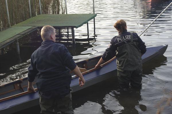 Wasserschutzpolizei mit Faltboot