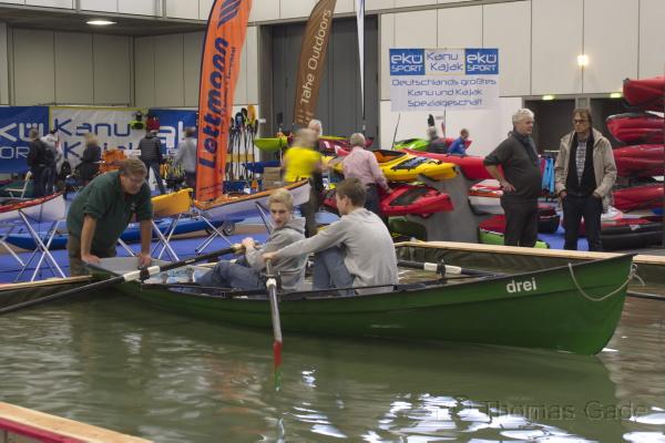 Ruderboottest im Wasserbecken