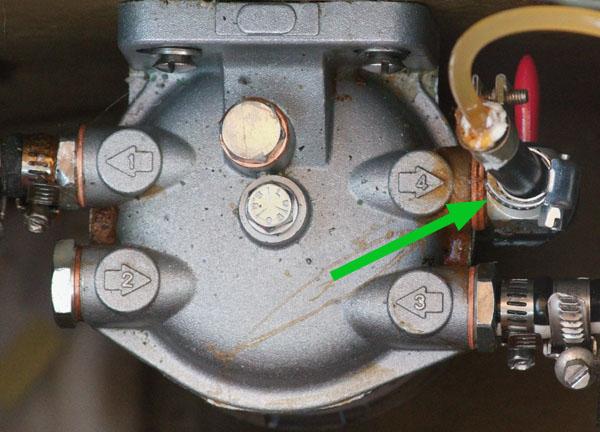 Treibstoffhahn am Dieselfilter