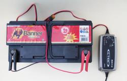 Bordbatterie aufladen