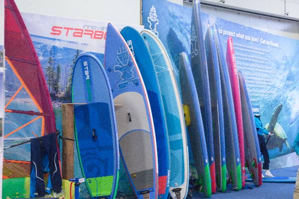 26. 11. 2016. Boot & Fun Berlin. Wassersport. Stehpaddler Boards. Stand up Paddling